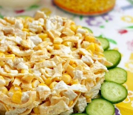 Салат с блинчиками, курицей и грибами