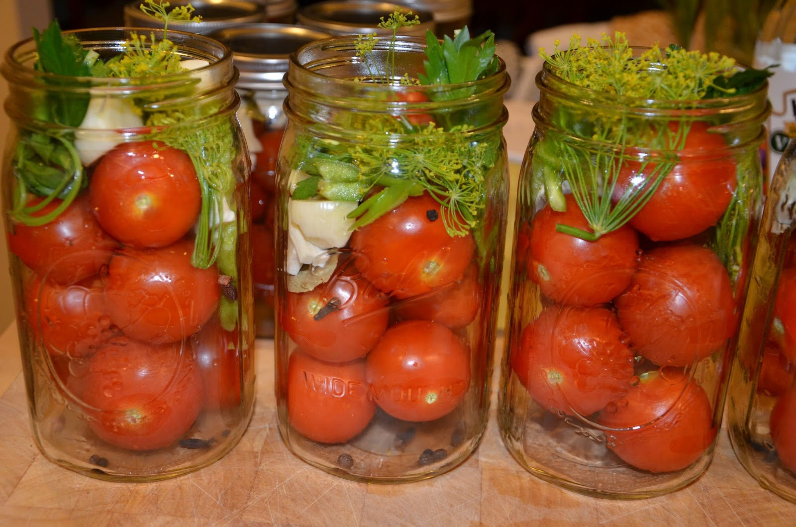 Что делать со вздувшимися банками с помидорами и как спасти закатки - здоровье малыша