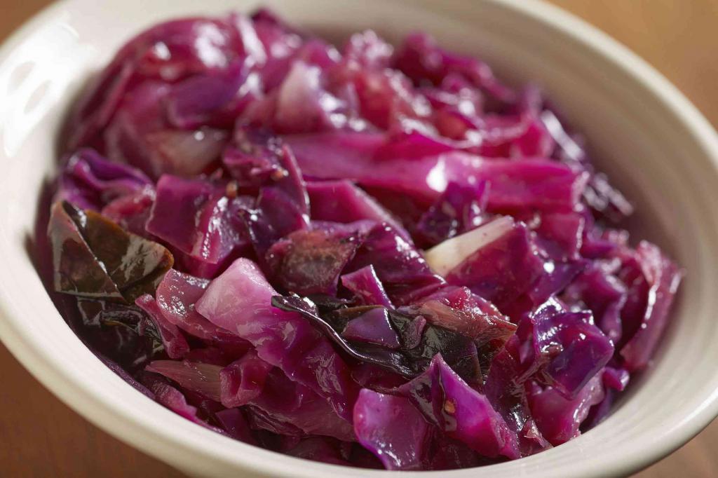 Маринованная краснокочанная капуста на зиму, варианты рецептов от опытных кулинаров
