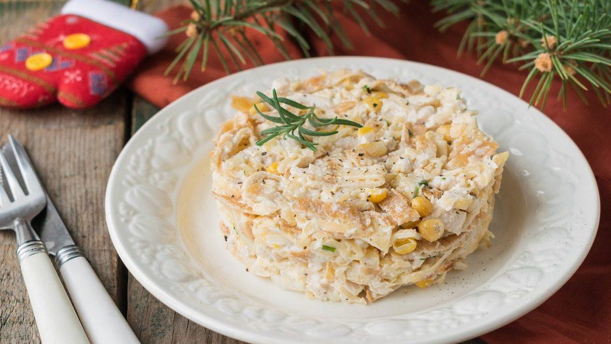 Салат с яичными блинами и курицей - 1000.menu