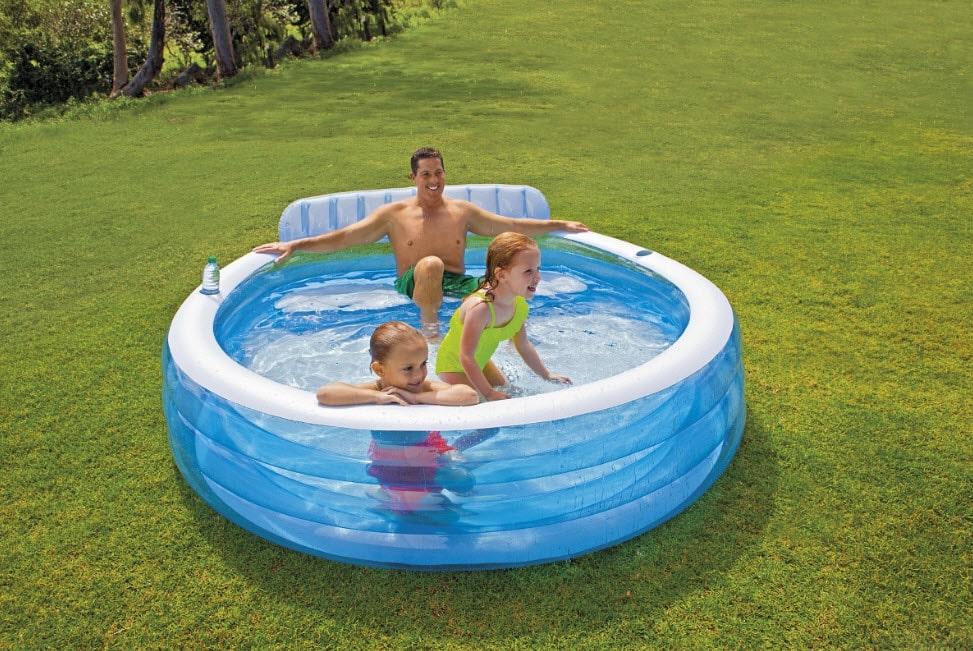 Чем накрыть надувной бассейн (детский, взрослый), расположенный на улице, даче: варианты укрытий, их плюсы и минусы