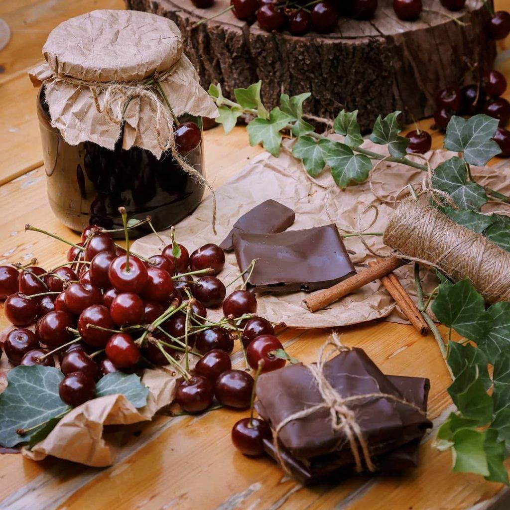 Вишневое варенье с шоколадом: рецепт