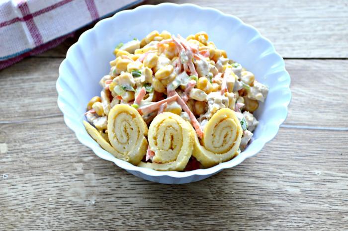 Салат с блинами и копченой курицей - питательная и вкусная закуска: рецепт с фото и видео