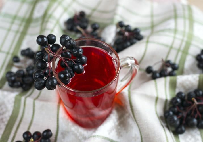 Компот из черноплодной рябины на зиму с яблоками и вишневым листом на 3 литровую банку без стерилизации: простой рецепт компота из черноплодки