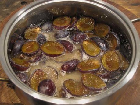 Простые рецепты варенья из слив и яблок на зиму, способ «пятиминутка»