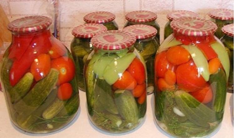 Ассорти из огурцов и помидоров на зиму (самый вкусный рецепт)