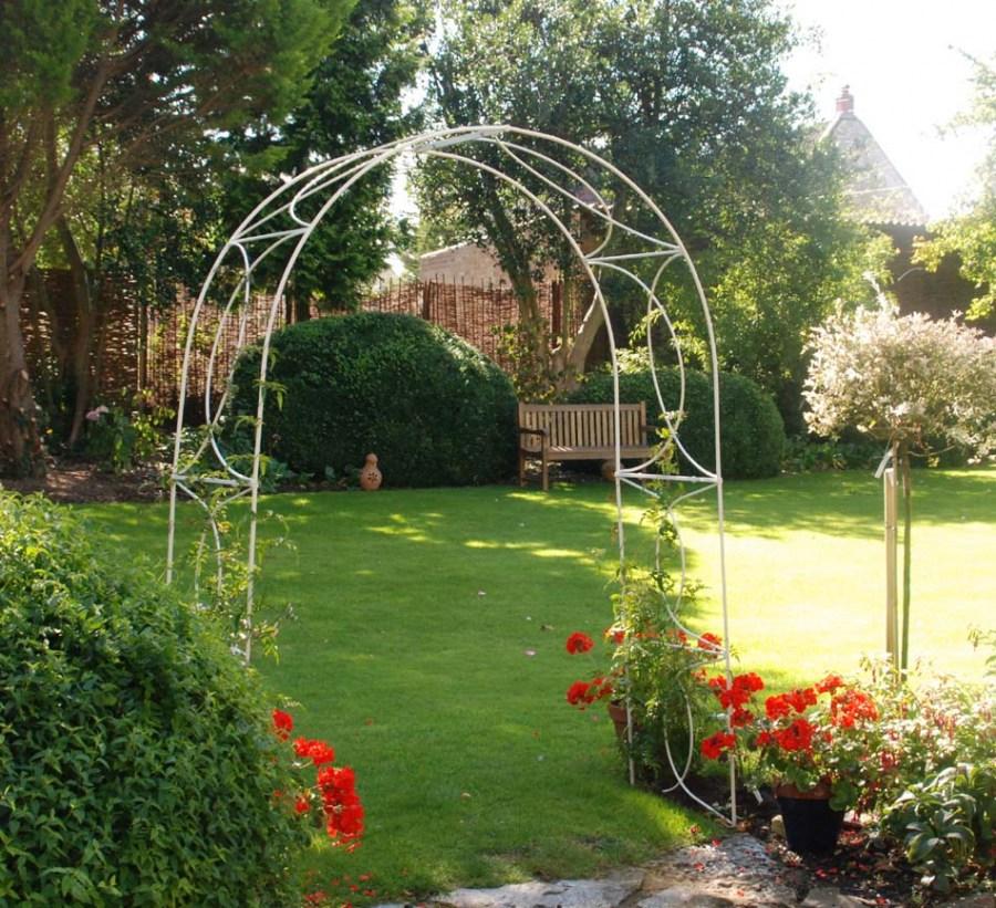 Арка для роз своими руками: для плетистых и вьющихся роз, как сделать арку из арматуры, пластиковых труб и металла в саду