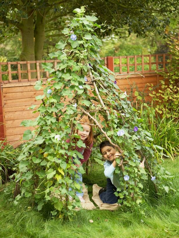 Шалаши для детей (41 фото): детские шалаши своими руками на даче и в квартире. как сделать домик-шалаш для детей 10-12 лет на улице?