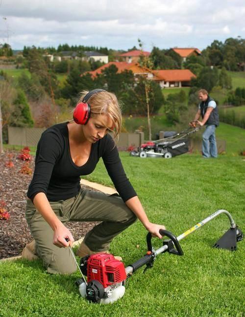Как выбрать лучший триммер для травы для женщин: классификация, основные характеристики, важные критерии подбора, рейтинг и обзор 7 популярных моделей, их плюсы и минусы