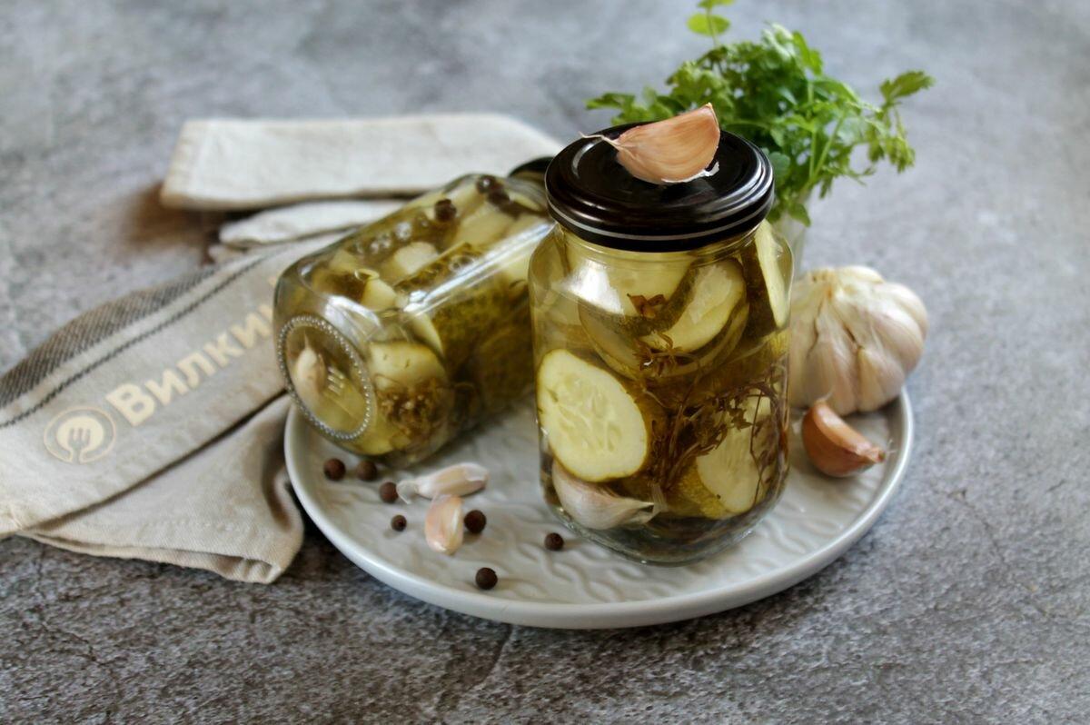 Маринованные огурцы с базиликом на зиму: 5 простых рецептов с фото и видео