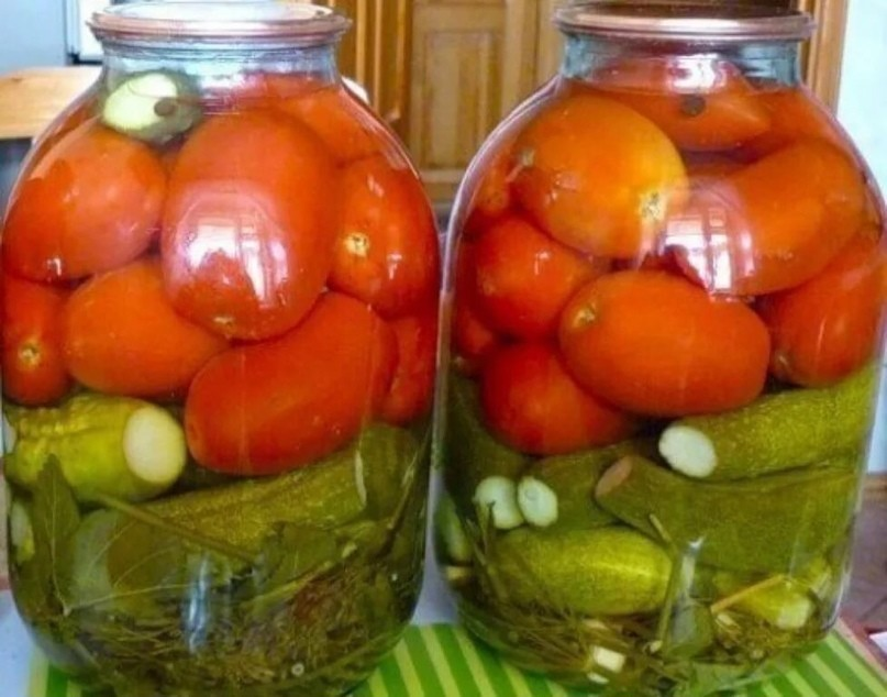 Ассорти из огурцов и помидоров на зиму: самый вкусный рецепт