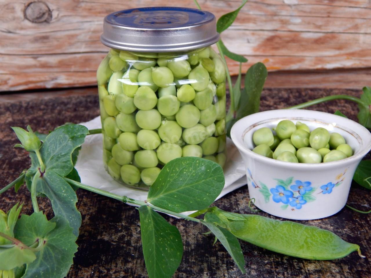 Огурцы с зеленым горошком на зиму: 6 простых рецептов маринования с фото